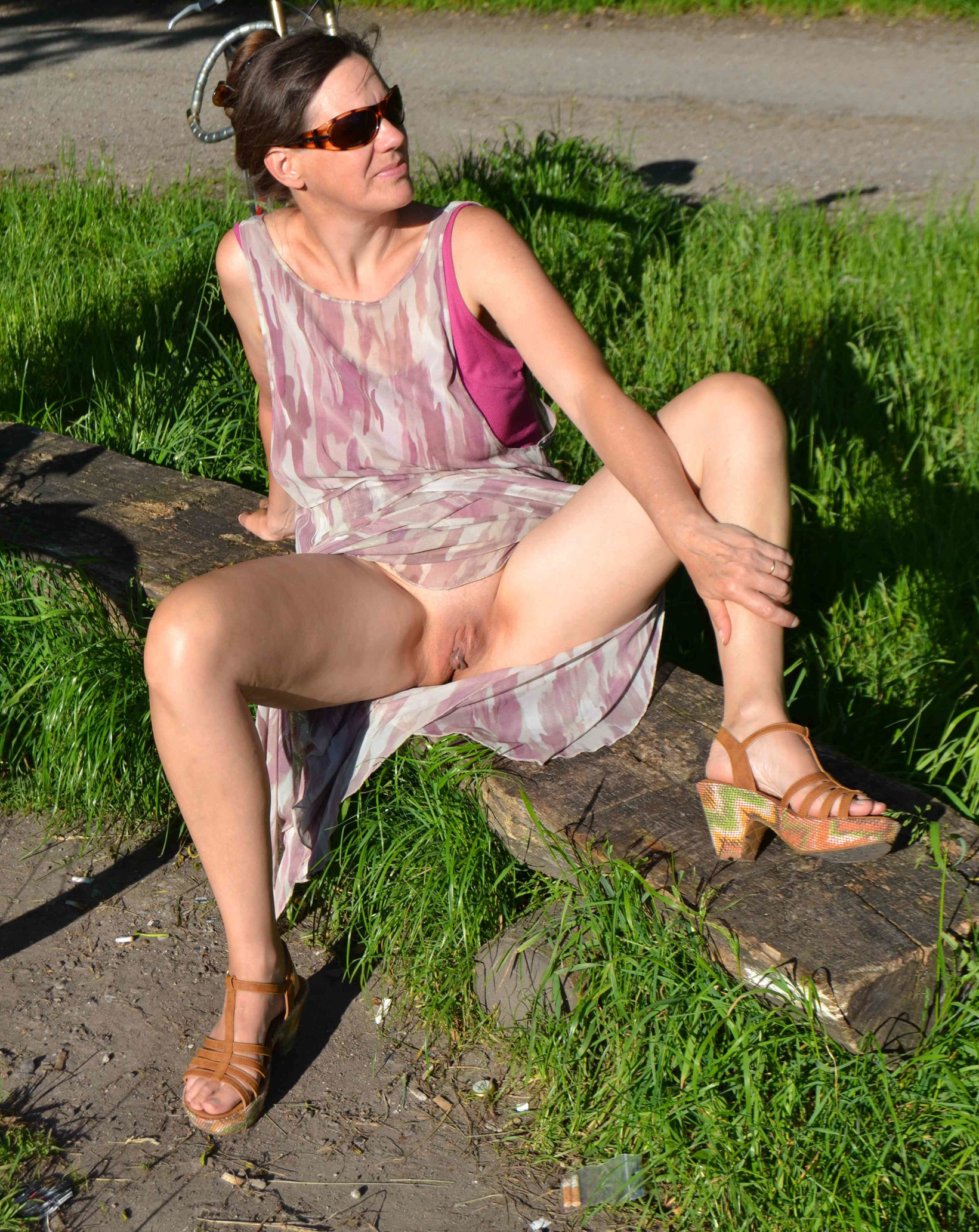 Mature upskirt no panties
